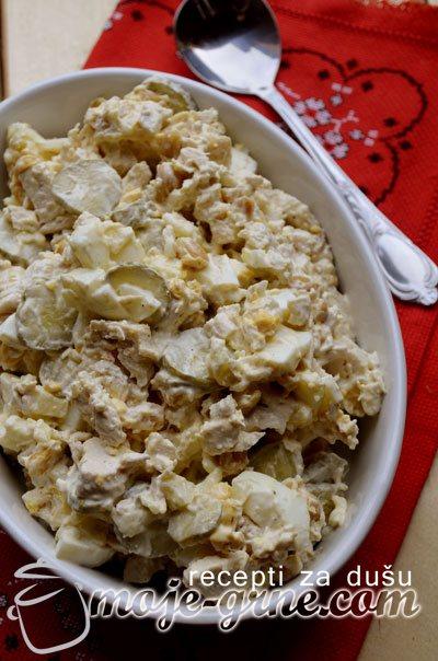 Salata sa kikirikijem i piletinom