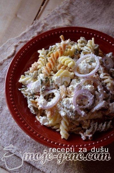 Salata sa testeninom i sirom