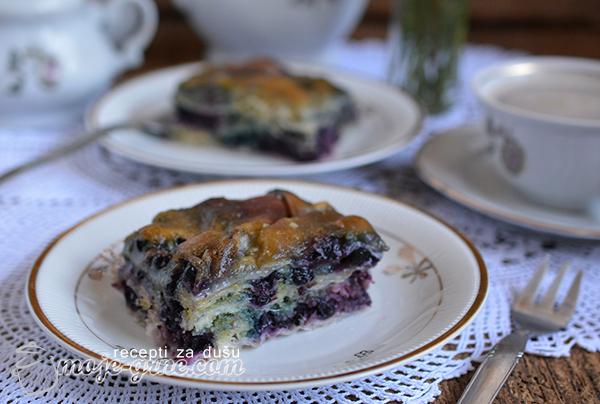 Sočna pita sa višnjama i borovnicama