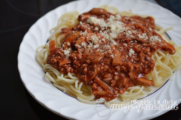 Špagete sa mlevenim mesom