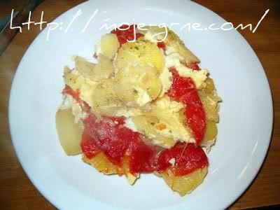 musaka sa krompirom i pečenim paprikama