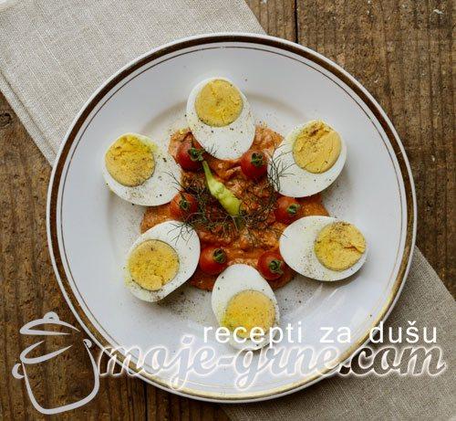 Jaja u umaku od ajvara
