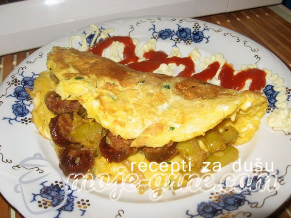Omlet sa tikvicama i kobasicom