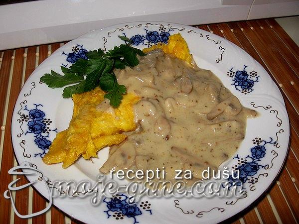 Pohovana piletina u sosu od pečuraka