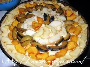 kolač sa mešanim voćem