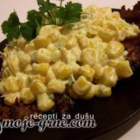Salata sa kukuruzom i karijem