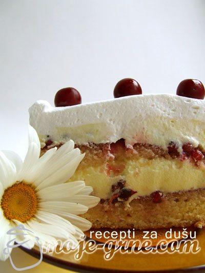 Voćna torta sa višnjama i ribizlama