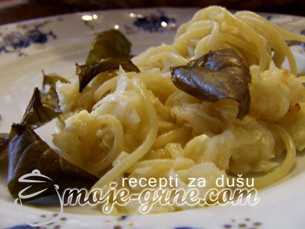 Špageti sa tikvicama i prženim bosiljkom