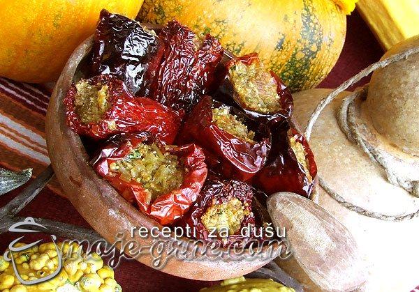 Suve paprike punjene semenkama od bundeve