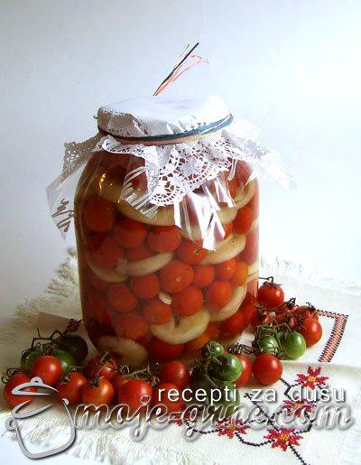 Čeri (cherry) paradajz sa lukom