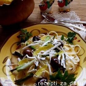 Špageti sa sosom od limuna i maslinama