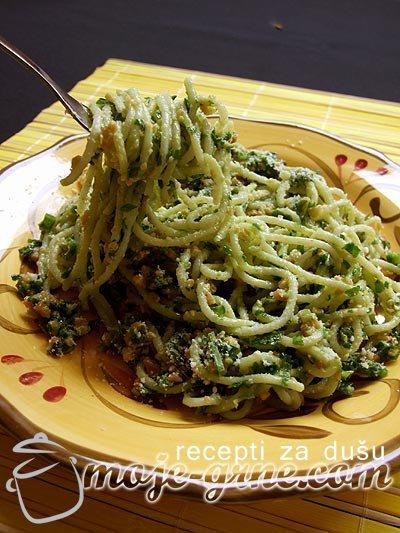 Špagete sa sremušem i kikirikijem
