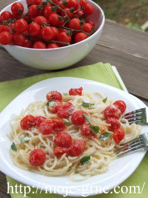 špageti sa mini paradajzom, bosiljkom i limunom