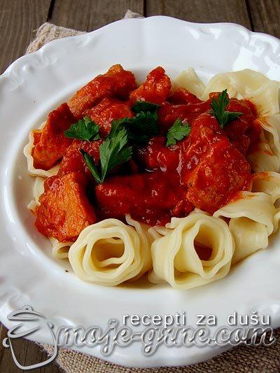 Svinjetina u paradajz sosu