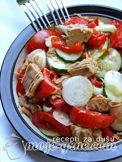 Salata od povrća sa tunjevinom