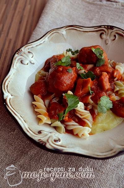 Cufte u sosu od sampinjona i paradajza
