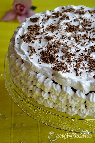 cokoladna torta sa kafom i jagodama