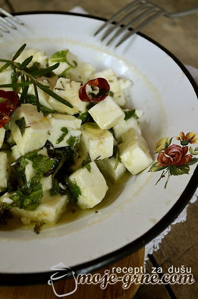 Kozji sir u maslinovom ulju sa začinima