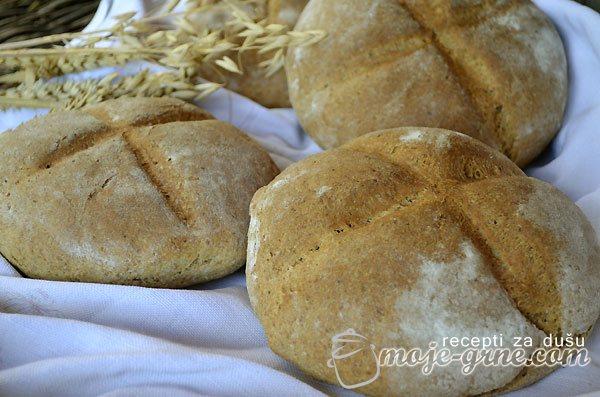 Hleb od mešanog brašna i mekinja