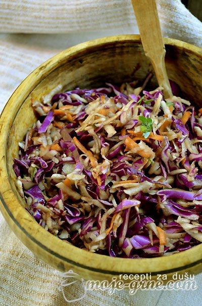 Salata od čičoke, crvenog kupusa i šargarepe