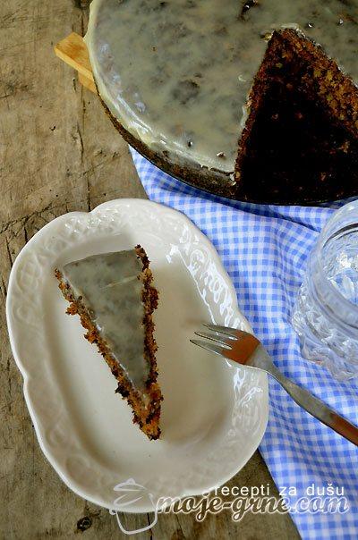 Slatki kolač sa bundevom i orasima