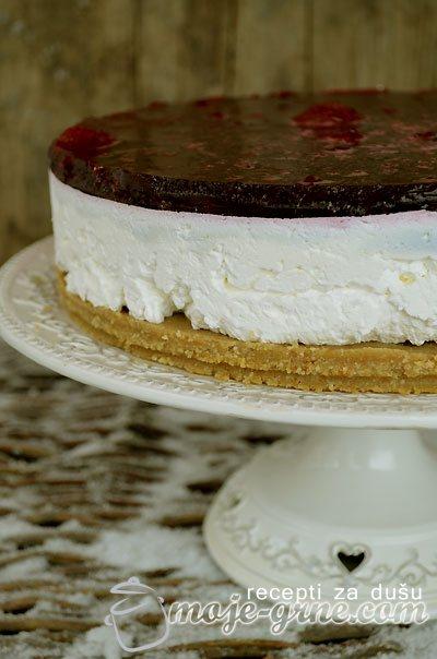 Čizkejk (Cheesecake) sa crvenim voćem
