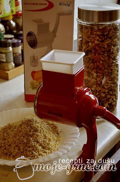 Mašina za mlevenje oraha KONIG