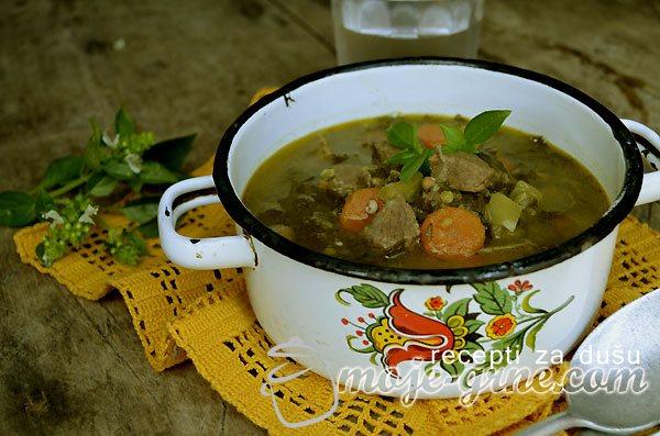 Juneća čorba sa lisnatim keljom – Kale and Beef Soup
