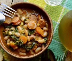 Pasulj sa kobasicom i lisnatim keljom – Beans with sausage and kale