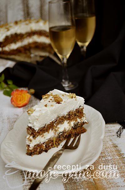 Torta od šargarepe i zovinih bobica