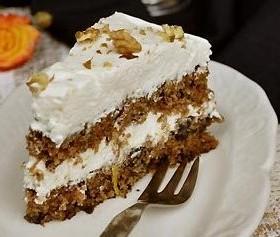 Torta-od-šargarepe-i-zovinih-bobica