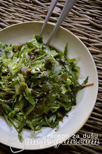 Zelena salata sa tuštom