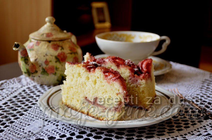 Voćni kolač sa jogurtom