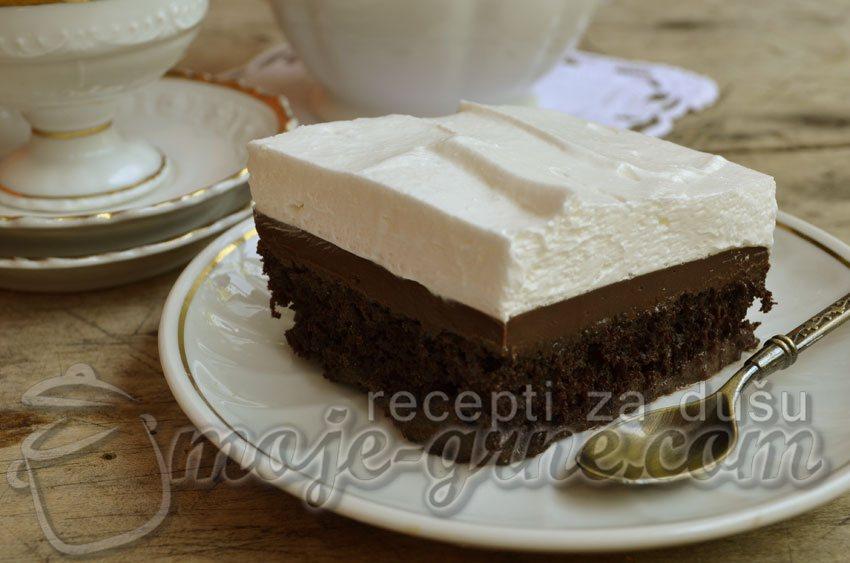 Trostruko mlečni čokoladni kolač