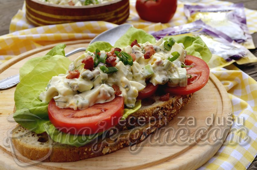 Avokado salata sa jajima