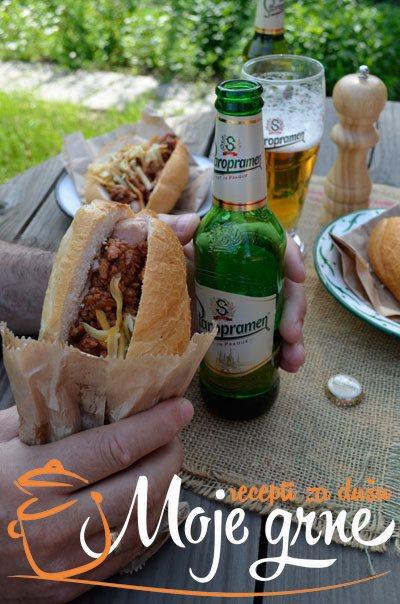 Hot-Dog sa sosom od mesa i piva