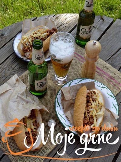 Hot Dog sa sosom od mesa i piva
