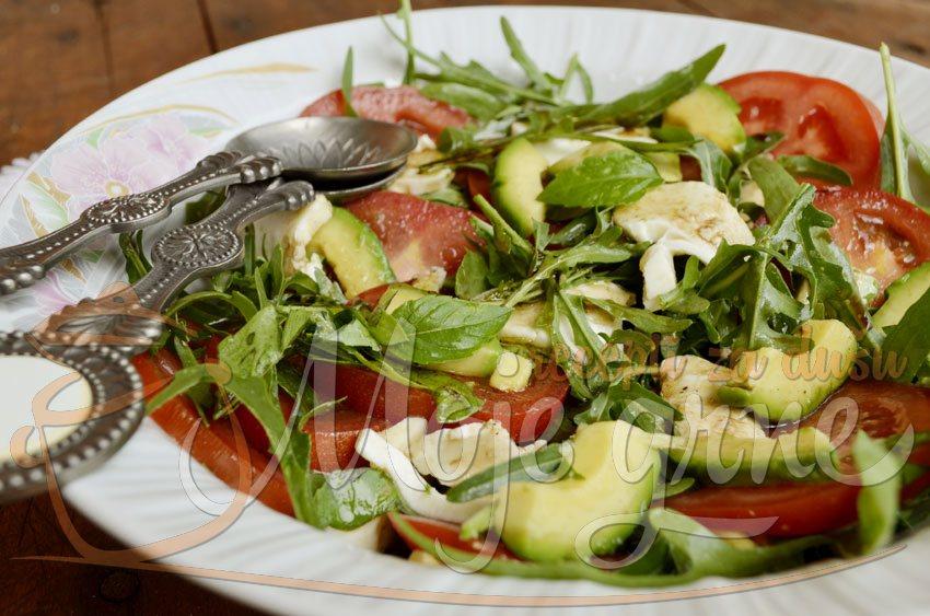 Avokado salata sa mocarelom