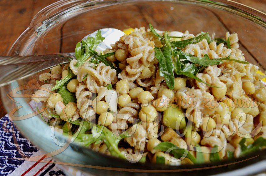 Rukola salata sa testeninom
