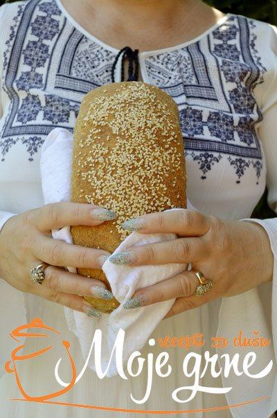 Hleb sa belim lukom