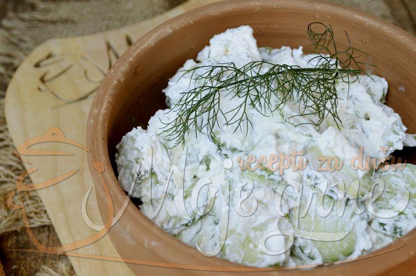 Salata od krastavca i fete