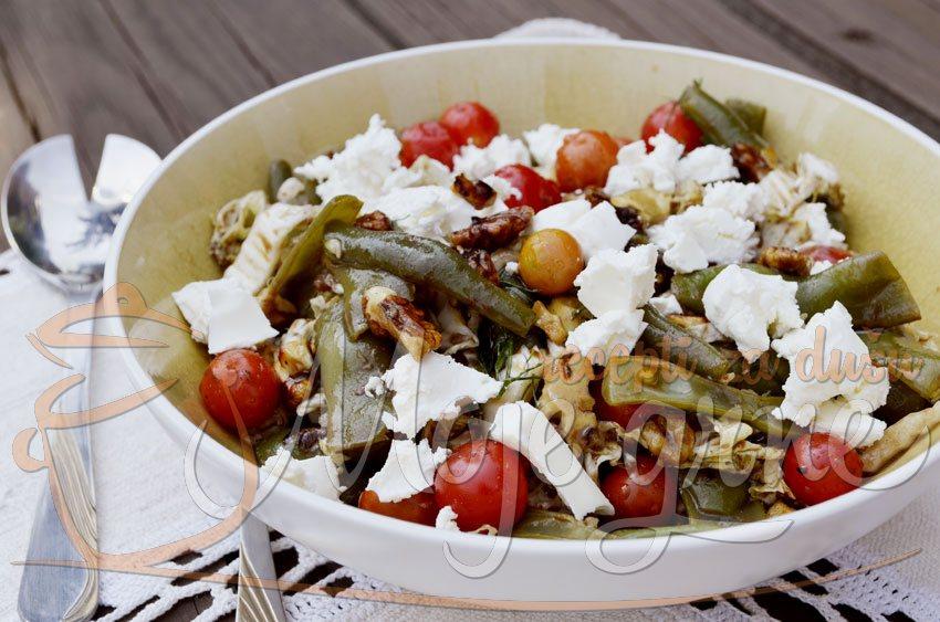 Salata od boranije, čeri paradajza i fete