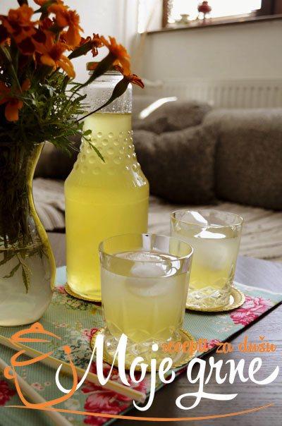 Sirup od limuna sa đumbirom, mentom i ruzmarinom