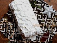 Beli breg torta sa voćem