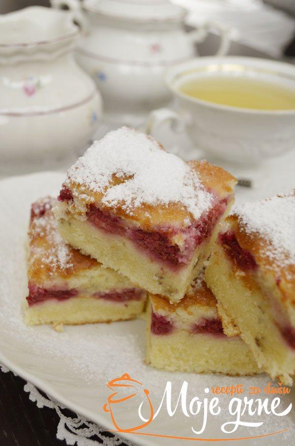 Običan kolač sa malinama
