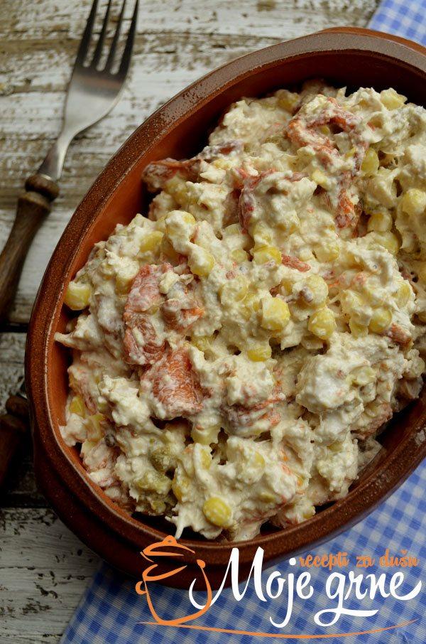 Pileća salata sa pečenim paprikama