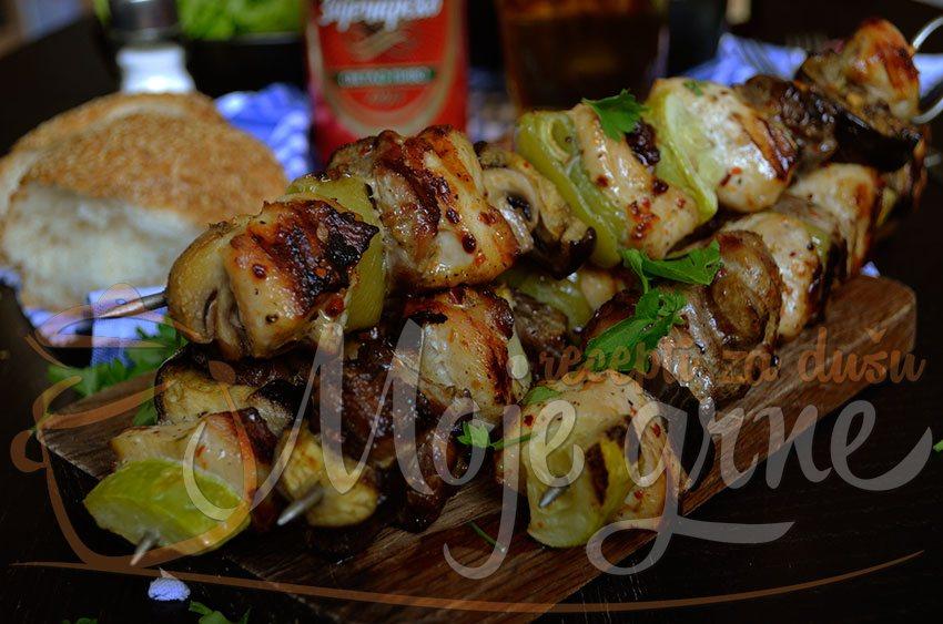 Gurmanski ražnjići od mešanog mesa sa povrćem
