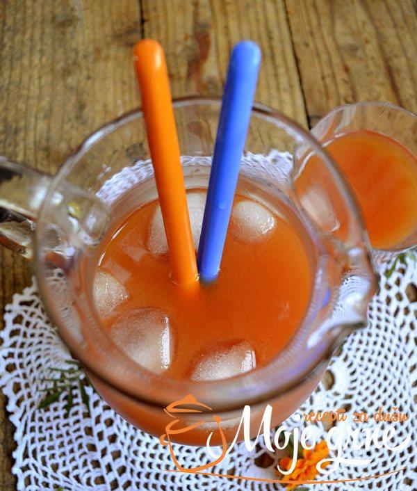 Domaći sok od breskve i muskatne tikve