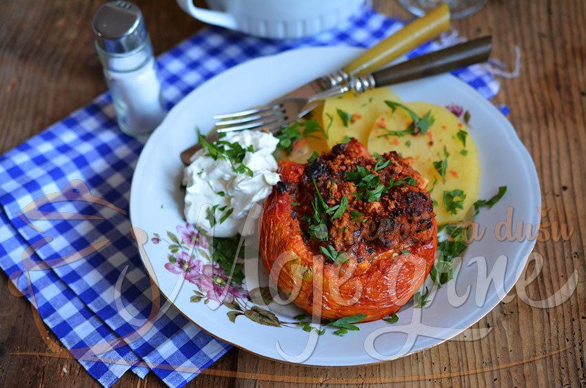 Punjeni zapečeni paradajz