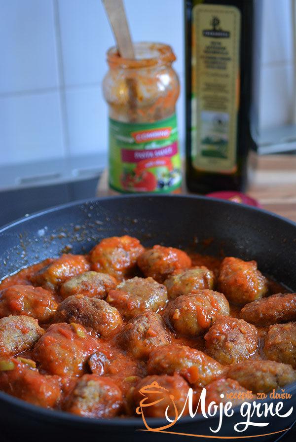 Ćufte u sosu od maslina i paradajza